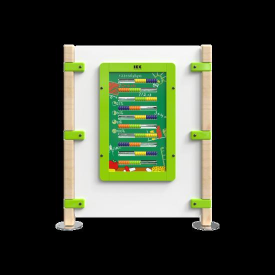 Hekwerk voor een kinderhoek met een wandspel | IKC hekwerken