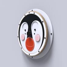 Op deze render ziet u een wandpel Happy penguin